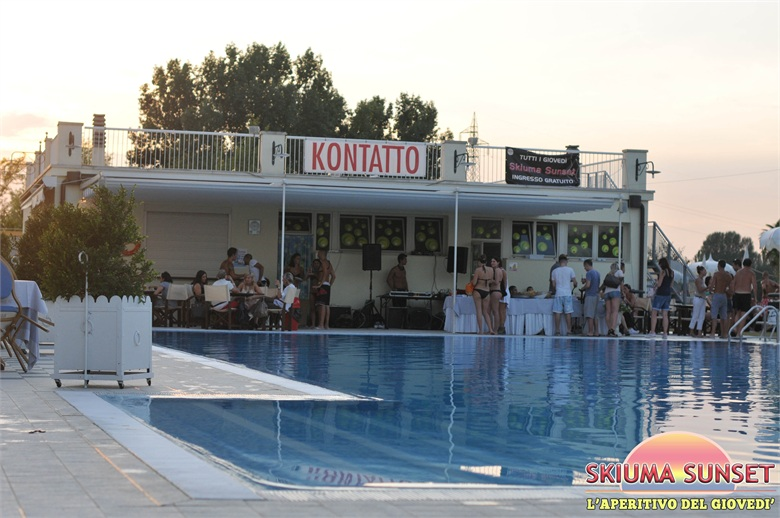 Skiuma sunset bologna gioved piscina aperitivo tuffo for Musica piscina