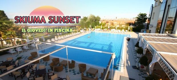Immagine per Skiuma Sunset - Aperitivo in piscina